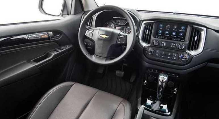 Interior da Chevrolet S10 teve poucas mudanças além da multimídia com wi-fi nativo e espelhamento sem fio