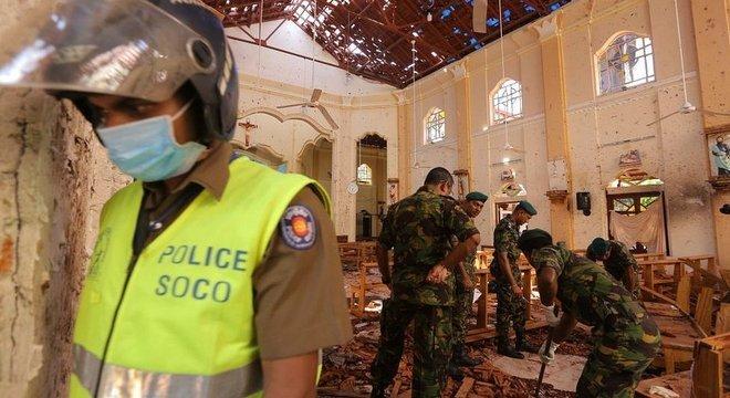 Três igrejas e três hotéis foram alvo dos ataques no domingo de Páscoa