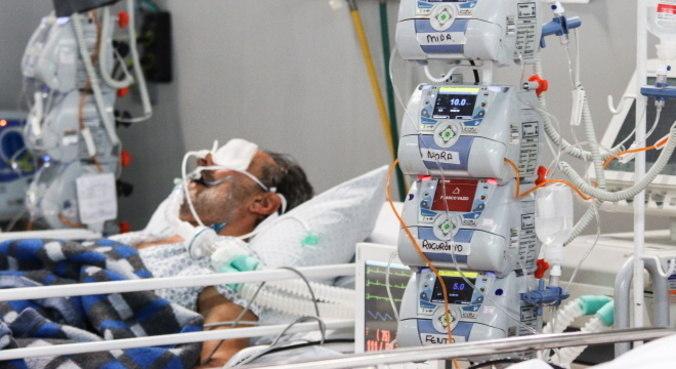 Falta de leitos e medicamentos preocupa comitê de médicos