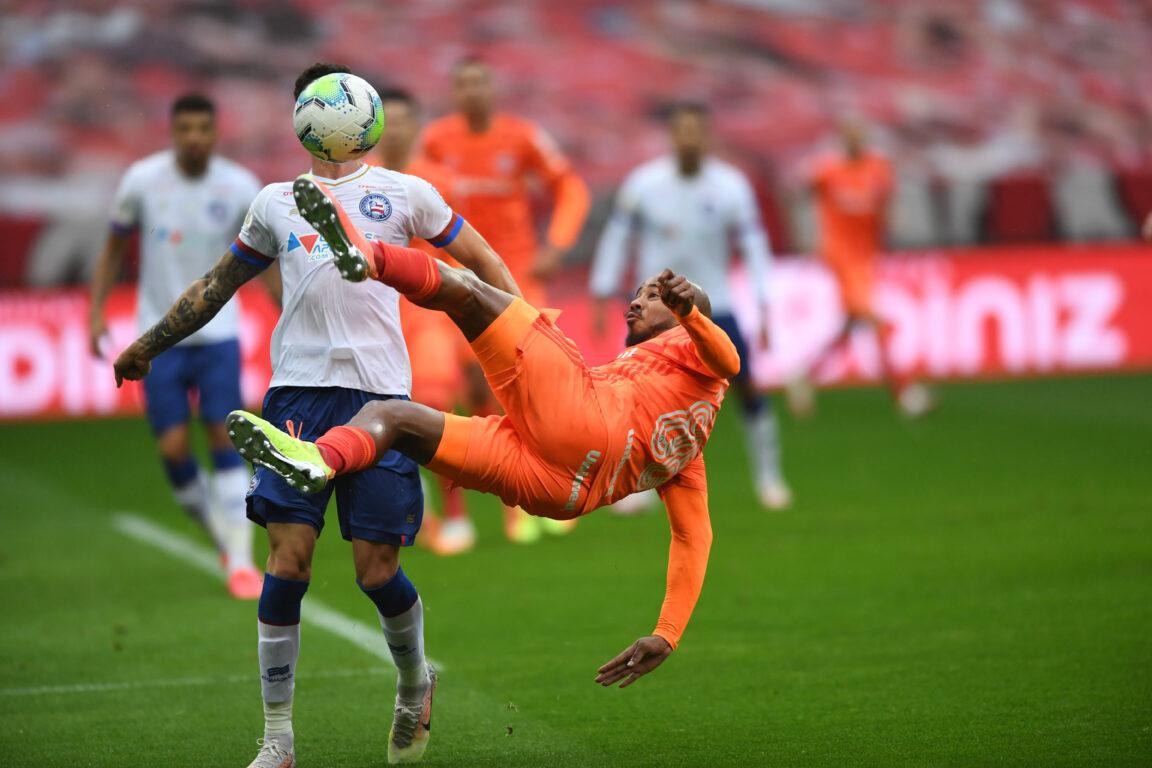 Inter espremeu o Bahia mas finalizou pouco e errou muito na conclusão das jogadas