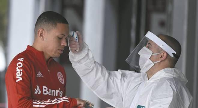 O Internacional e o Grêmio pressionam governo gaúcho pela volta do futebol