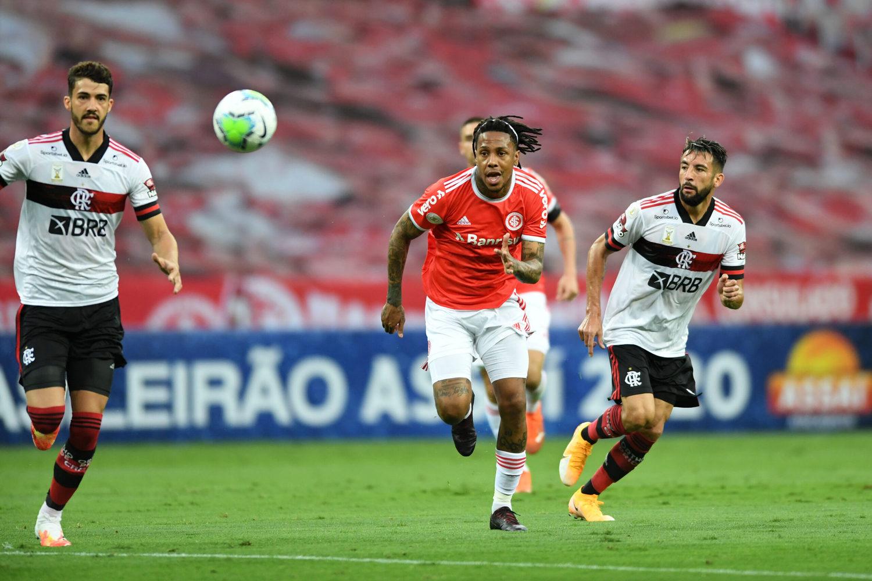 Internacional começou muito bem o jogo. E 'ganhou' dois gols do Flamengo
