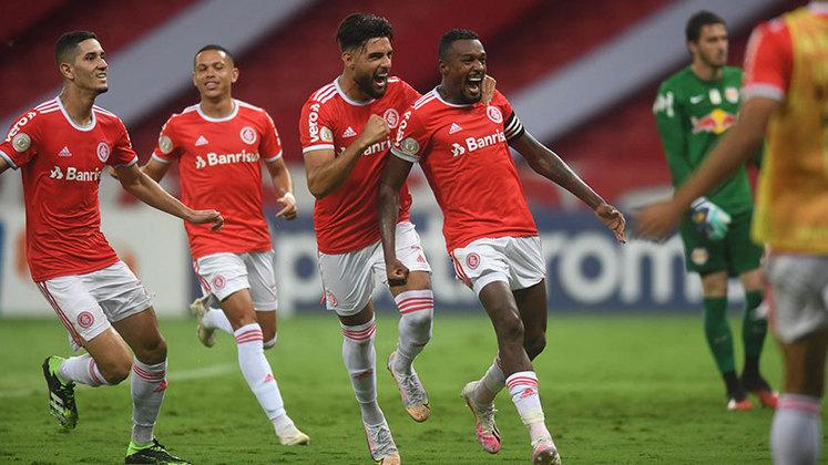Internacional – 8 jogadores: Marcelo Lomba (34 anos), Danilo Fernandes (32 anos), Cuesta (32 anos), Rodrigo Moledo (33 anos), Rodrigo Lindoso (31 anos), Edenilson (31 anos), Thiago Galhardo (31 anos) e Paolo Guerrero (37 anos)
