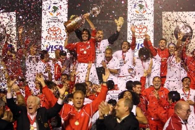 Internacional: O Colorado tem 7 títulos internacionais (1 Mundial, 2 Libertadores, 1 Copa Sul-Americana, 2 Recopas Sul-Americana e 1 Copa Suruga)