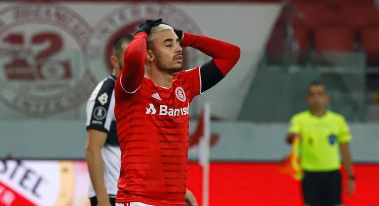 Inter perde nos pênaltis e cai nas oitavas da Libertadores. Galhardo perdeu a cobrança decisiva