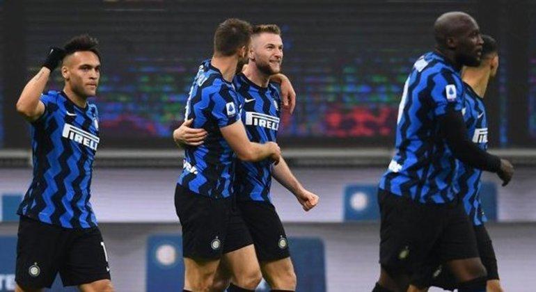 Inter, a celebração do triunfo e da vantagem na liderança da classificação