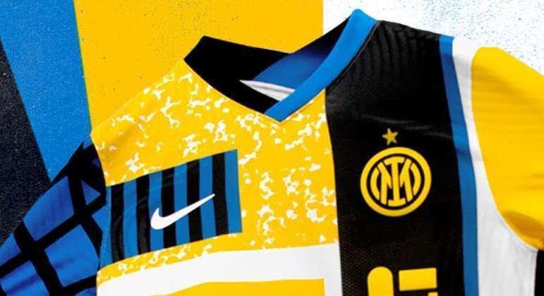 A camisa da Inter, com o novo distintivo