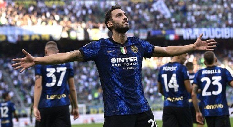 Çalhanoglu, da Inter, uma estreia primorosa