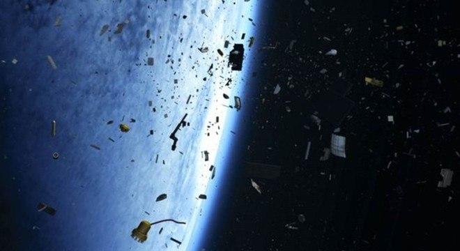 Estudo mostra que as novas redes precisarão tirar de órbita seus veículos espaciais antigos, para evitar colisões