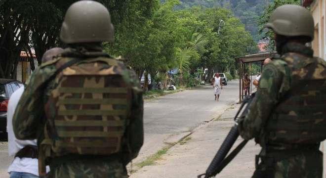 Militares reagem a ataque de criminosos na zona oeste do Rio de janeiro