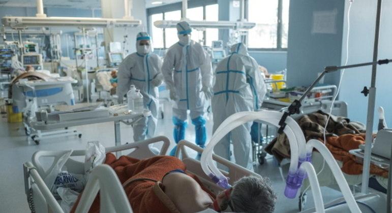 Governo de SP antecipa compra de medicamentos para intubação de pacientes com covid-19