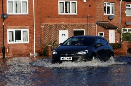 Mais de 100 avisos de inundações foram emitidos