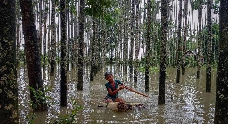 Bangladesh tem milhares de desabrigados após dias seguidos de chuvas torrenciais