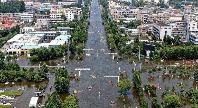 China contabiliza mais de 70 mortes após as fortes chuvas da última semana