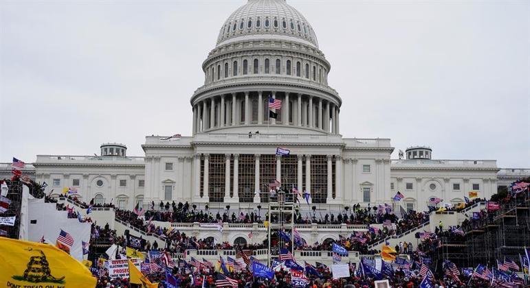 Apoiadores de Donald Trump invadiram o Capitólio na última quarta-feira (6)