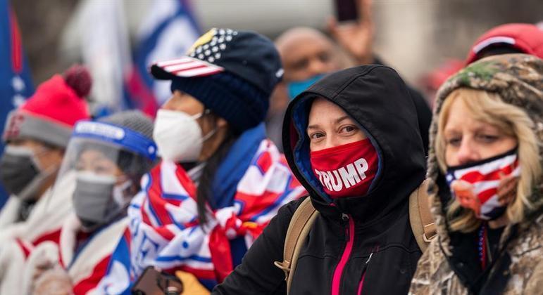 Apoiadores do presidente Donald Trump invadiram o Capitólio na última quarta-feira (6)