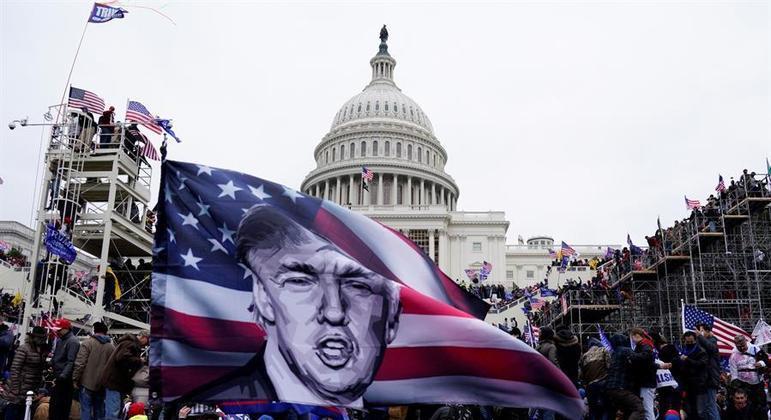 Apoiadores de Trump invadiram o Capitólio em 6 de janeiro e confusão acabou com 5 mortes