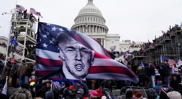 Apoiadores de Trump invadiram o Capitólio em 6 de janeiro deste ano