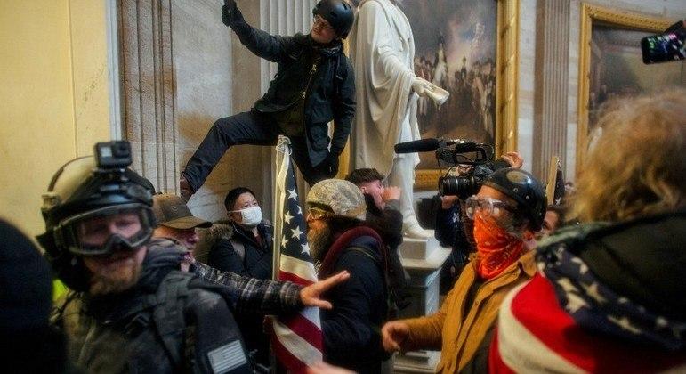 Apoiadores de Trump invadiram a sede do Congresso norte-americano em 6 de janeiro