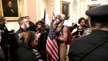 Polícia dos EUA prende homem que invadiu Capitólio com chifres