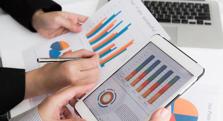 Empresas buscam melhorar a comunicação com os investidores pessoa física