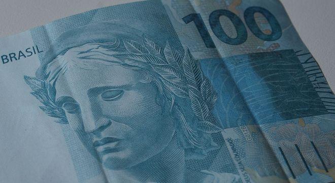 Projeto de lei garante auxílio emergencial de R$ 100 por 3 meses às famílias
