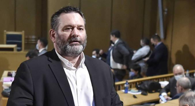 Eurodeputado que integrava partido neonazista grego é detido