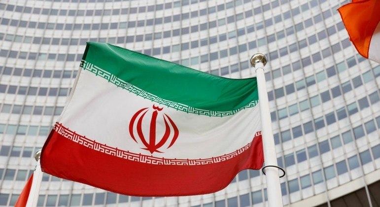 País exige que norte-americanos liberem contas iranianas bloqueadas