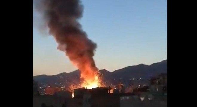 Explosão e coluna de fumaça podiam ser vistas a quilômetros em Teerã