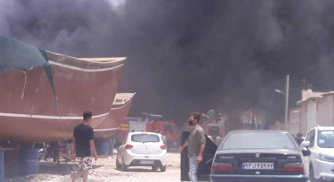 Incêndio no porto de Bushehr, no Irã, atingiu pelo menos sete navios