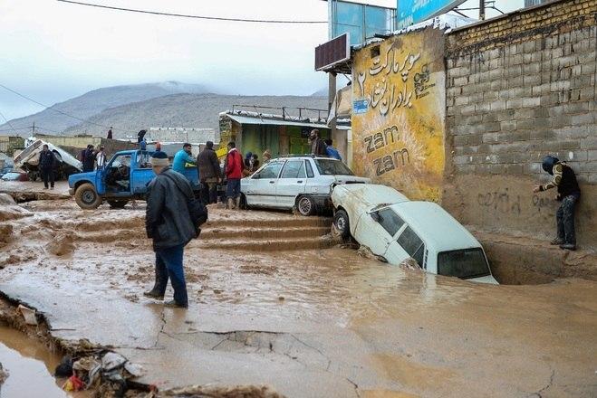 Em Shiraz, no sudoeste iraniano, a tempestade de terça-feira foi devastadora