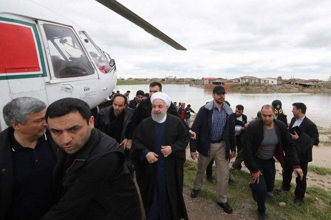 O presidente iraniano, Hassan Rouhani, visitou as áreas inundadas na província de Golestan, no nordeste do país, nesta quarta-feira (27). Ele se comprometeu com a reconstrução das moradias destruídas e disse que o governo deverá trabalhar também em planos de manejo para os rios da região
