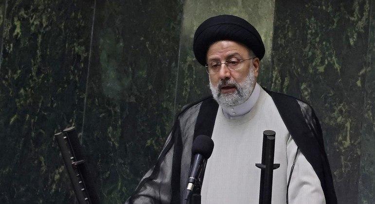 Ebrahim Raisi tomou posse nesta quinta como novo presidente do Irã