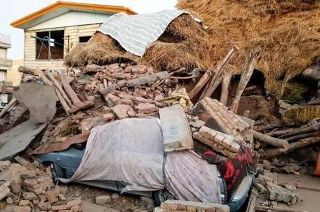 Terremoto deixou rastro de destruição no Irã