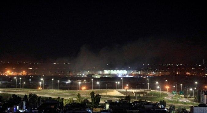 Fumaça dos ataques no aeroporto de Erbil, no norte do Iraque