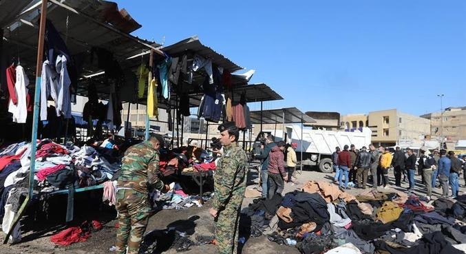 Militares fazem segurança após atentado que matou dezenas em Bagdá