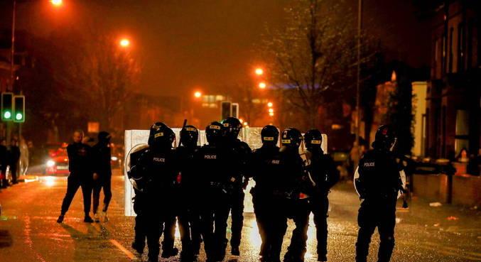 Mais de 40 policiais ficaram feridos em conflitos