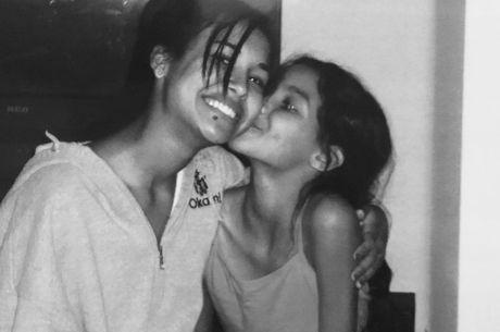 Nickayla postou foto antiga ao lado da irmã