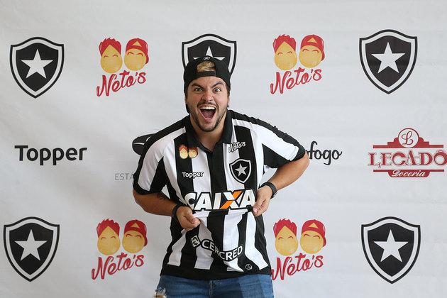 Irmão de Felipe Neto, o influenciador Luccas Neto também é fanático pelo Botafogo. Assim como o irmão, também faz sucesso no YouTube e possui 29 milhões de inscritos em seu canal. Os 'irmãos Neto' patrocinaram o clube do coração juntos.