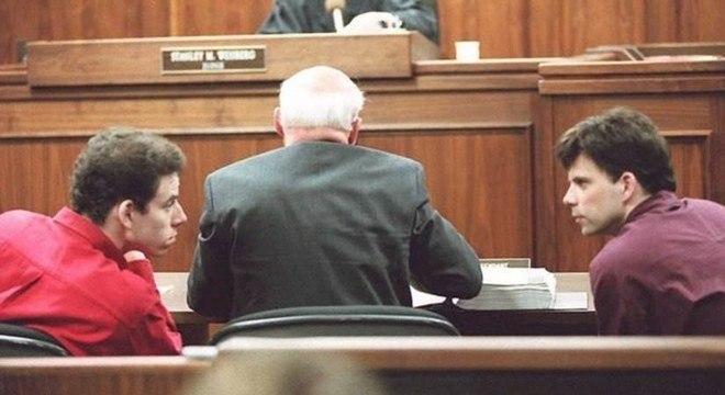 Os irmãos Menendez durante seu julgamento: eles disseram ter sido abusados pelo pai; promotoria afirmou que crime foi por causa da herança