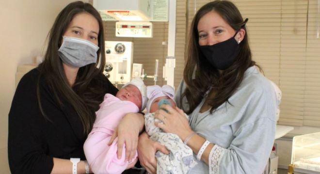 Irmãs gêmeas tiveram suas filhas num intervalo de 90 minutos