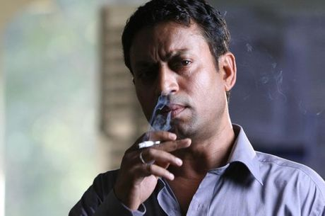 Irrfan Khan em cena de Quem Quer Ser Um Milionário?