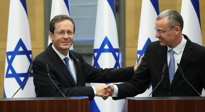 Herzog, na esquerda, é eleito 11º presidente de Israel