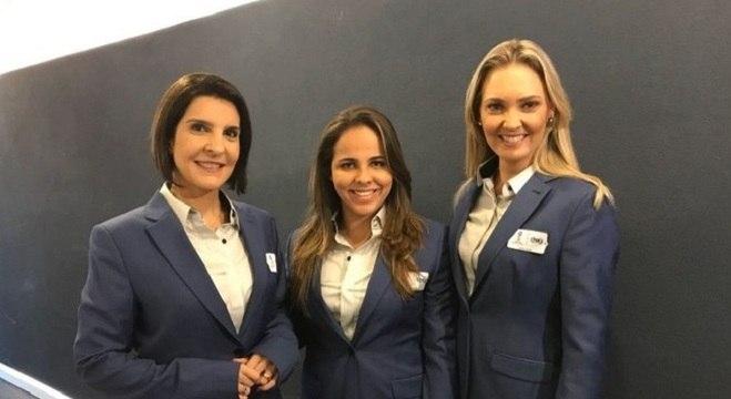 Isabelly Morais (ao centro) foi a 1ª brasileira a narrar um jogo de Copa do Mundo