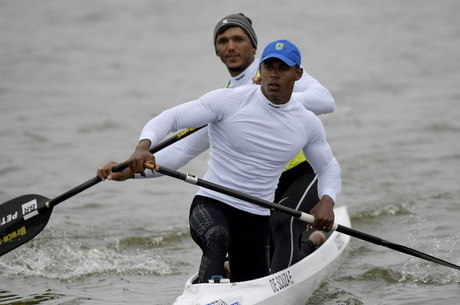 Isaquias e Erlon treinam no local de competição
