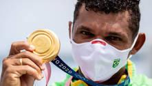 Isaquias cola no recorde de maior medalhista brasileiro: 'É uma honra'