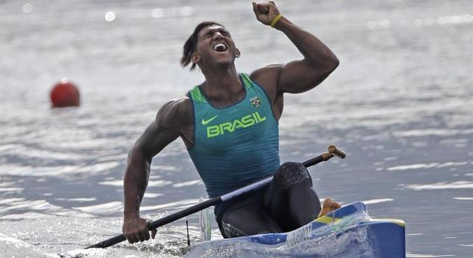 Isaquias surpreendeu gente que nem conhecia a canoagem na Rio 2016