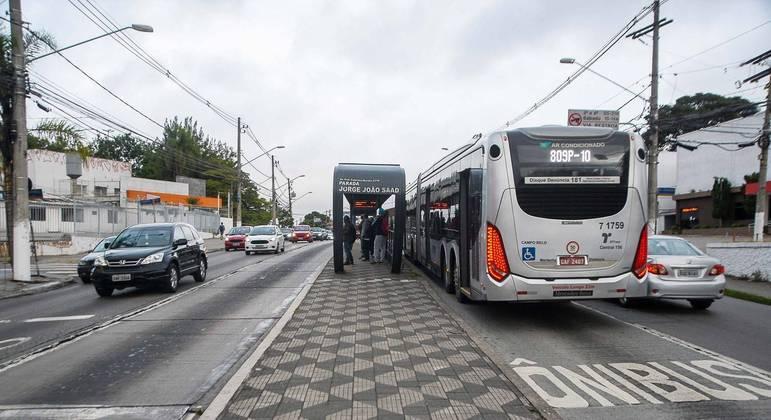 Algumas linhas de ônibus trabalham com o itinerário de domingo