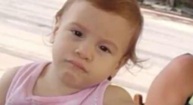 Ísis, morta pouco antes de completar 2 anos, nasceu permatura e com microcefalia