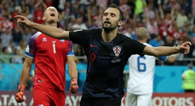 Croata Badelj fez o 1º gol do jogo contra a Islândia